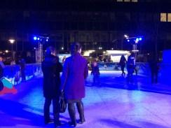 La patinoire la Reine des neiges illuminée