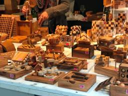 jeux et casse-tête en bois au marché de noël de rennes